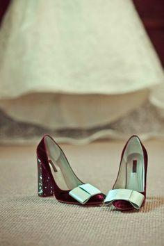 Adore these Louis Vuitton Velvet pumps Zapatos Louis Vuitton, Louis Vuitton Shoes, Pretty Shoes, Beautiful Shoes, Crazy Shoes, Me Too Shoes, Shoe Boots, Shoes Sandals, Bow Shoes
