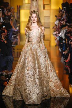 vestido-nude-dourado-brilho-2015-2016-elie-saab-hc=madrinha-formatura-mangas-longas