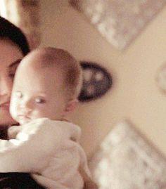 The Originals – TV Série - Hayley Marshall - Phoebe Tonkin - rainha - queen - lobo - Wolf - amor - love - baby Hope Mikaelson - bebê - daughter - filha - mother - mãe - mom - mamãe - 2x10 - Gonna Set Your Flag On Fire - Atear Fogo A Sua Bandeira - gif
