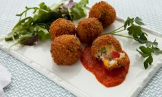 Italiaanse rijstballetjes met tomaten-oreganosaus