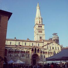 Il mercato in Piazza Grande, Modena - Instagram by luigifattoruso