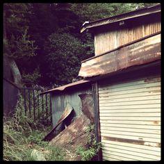 #トタン板  #トタン #廃墟 #錆 #サビ Abandoned, Cabin, House Styles, Shop, Image, Left Out, Cabins, Cottage, Wooden Houses