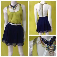 Blusa amarilla con escote en canutillo + falda volada red en azul marino + collares #ootd #amolapeli #colores