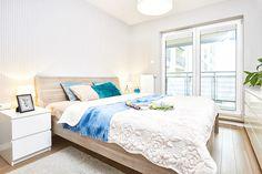 Biuro nieruchomości Freedom. Mieszkania, domy, działki oraz lokale użytkowe. Na sprzedaż i na wynajem. | #bedroom #window #wallpaper #cosy 17pixeli.com photo