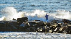 Pescador en la escollera, Mar del Plata