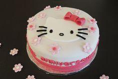 Gâteau d'anniversaire Hello Kitty sans gluten | Sunny Délices