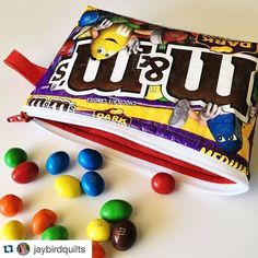 Julie Herman of Jaybird Quilts made a Becca Bag with Slicker, an iron-on vinyl, on my M&M's wrapper & I love it! Candy Wrapper Purse, Candy Wrappers, Candy Bags, Easy Sewing Patterns, Purse Patterns, Craft Patterns, Sweet Wrappers, Small Zipper Pouch, Zipper Bags