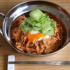 ピビン麺風♡豚しゃぶピリ辛そうめん Noodle Soup, Clean Recipes, Japanese Food, Noodles, Spaghetti, Cooking, Ethnic Recipes, Korea, Fairy