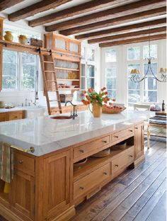 Gorgeous Farmhouse Kitchen Island Decor Design Ideas - Home Decor Farmhouse Kitchen Island, Kitchen Island Decor, Modern Farmhouse Kitchens, Home Kitchens, Rustic Farmhouse, Kitchen Layout, Country Kitchen, Farmhouse Style, Farmhouse Design