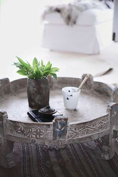 *♥* Antique Moroccan table on a beautiful Moroccan Kilim. Moroccan Table, Moroccan Decor, Moroccan Room, Moroccan Interiors, Modern Moroccan, Ethnic Decor, Bohemian Decor, Oriental Furniture, Indian Furniture