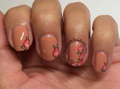 Instagram photo by: @NailArt_by_LadyBirdBoutique  #nails #nailart #nailsesign #nailpolish #flowers