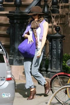 Sarah Jessica Parker - Love the leopard print with the purple bag. Gorgeous shoes too.