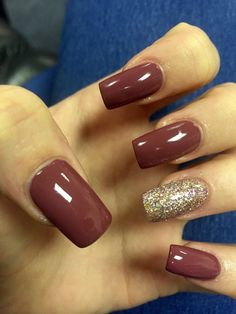 22 Fall Nail Designs To Spice Up Your Look nail art - brown and gold glitter nails autumn nails Fall Acrylic Nails, Fall Nail Art, Fall Nail Colors, Glitter Nails, Fun Nails, Gold Glitter, Cute Nails For Fall, Easy Nails, Simple Nails