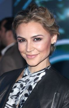 Samaire Armstrongs blonde, updo hairstyle hair-beauty