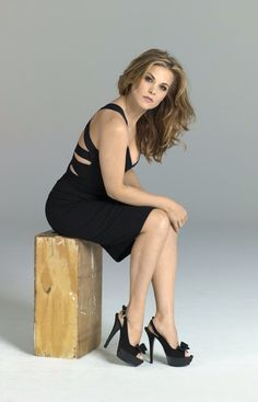 Gina Tognoni in The Young and the Restless Gina Tognoni, Soap Opera Stars, Best Soap, Young And The Restless, Gorgeous Women, Beautiful, One Life, Blue Ombre, Shades Of Blue