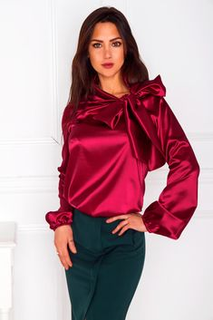 Red satin long-sleeved T-shirt blouse with oversized bow Long Shirt Outfits, Dress Shirts For Women, Sexy Outfits, Blouses For Women, Satin Top, Red Satin, Silk Satin, Blouse Sexy, Blouse Dress