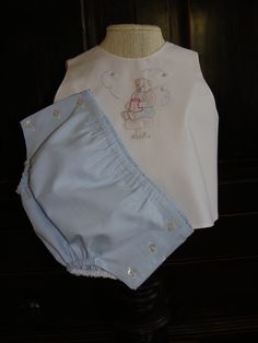 Summer Diaper Set with shadow embroidery by AuntSchonie on Etsy