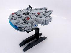 LEGO Millenium Falcon - Microscale - building instructions and parts list. Lego Spaceship, Lego Robot, Lego Millenium Falcon, Lego Falcon, Nave Lego, Lego Decorations, Lego Star Wars Mini, Micro Lego, Lego Ship