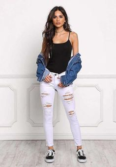 23 best Running Shoes with Jeans Outfits - Outdoor Click Outfit Jeans, Jacket Outfit, Superenge Jeans, Cute Jeans, Denim Pants, Mode Outfits, Junior Outfits, Jean Outfits, Casual Outfits