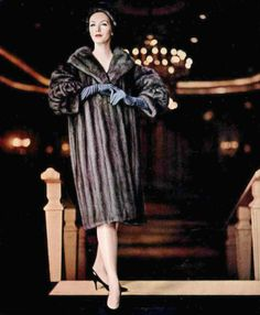 Lucinda Hollingsworth in grey-bronze Lutetia EMBA mink coat and hat by Revillon, photo by Virginia Thoren, 1960 1960s Fashion, Fur Fashion, Fashion Models, Vintage Fashion, Fashion Photo, Vintage Fur, Vintage Glamour, Vintage Black, Photography Women
