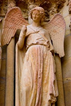 Smiling angel of Reims Monaco, Reims Cathedral, Angels Among Us, Creative Photos, Pretty Pictures, Statue, Instagram Posts, Arch, Traveling
