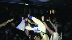 FIDLAR - West Coast. Rock'n'roll juvenil inconsequente: como uma banda se diverte em palco. (Inconsequential juvenile rock'n roll: how a band have a lot of fun on stage) (dir.: Ryan Baxley) (17/07)