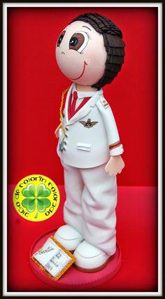 El Fofucho que toca hoy se llama Martín. Es un fofucho de comunión con traje y zapatos blancos y chaleco y corbata granates. Esperamos que a su dueño le haya gustado su regalo de comunión. Y a vosotros, ¿os gusta?