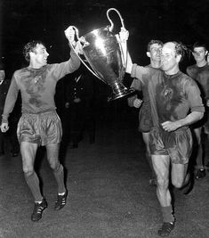 Holy Grail: Manchester United were the first English side to meet Benfica in a final, when Bobby Charlton (right) and Shay Brennan carried off the European Cup at Wembley in Later this month, Chelsea will play the Portuguese side in the Europa League Manchester United Champions, Manchester United Legends, Manchester United Players, London Manchester, Matt Busby, Man Utd Fc, Bobby Charlton, Retro Football, Football Pics