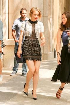 Rachel McAdams Style Outside ABC Studios in New York City, July Rachel McAdams Style, Outfits and Clothes. Rachel Mcadams Legs, Rachel Anne Mcadams, Abc Studios, Rachel Brosnahan, Bikini Photos, Hollywood Actresses, Sexy Legs, Celebrity Style, Beautiful Celebrities