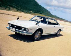 1969 年 ルーチェロータリークーペ / Luce Rotary Coupe  ハードトップクーペボディに655cc×2 の新開発・専用ロータリーエンジンを搭載した「ルーチェロータリークーペ」。美しいボディで優れた高速走行を実現し、「ハイウェーの貴公子」と呼ばれた。