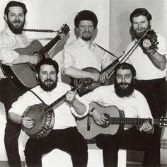 The original line-up of the Dubliners folk group, featuring Luke Kelly, back row centre. Sadly only one is still alive! Irish Instruments, Music Is Life, My Music, Irish Rovers, Finnegans Wake, Scottish Music, Folk Bands, The Pogues, Celtic Music