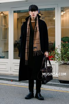 Really like these winter korean fashion 5181 – Daily Fashion Korean Fashion Winter, Korean Fashion Trends, Korean Street Fashion, Asian Fashion, Japanese Fashion, Korean Winter, Fashion Guide, Fashion Videos, Moda Outfits