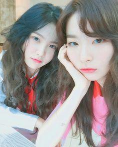 Yeri ve seulgi Kpop Girl Groups, Korean Girl Groups, Kpop Girls, Boy Groups, Red Velvet Seulgi, Red Velvet Irene, Park Sooyoung, K Pop, Oppa Gangnam Style