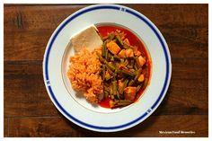 Nopalitos con Pollo en Chile Colorado // Cactus with Chicken in a Red California Chili Sauce - Meeexiiicooo.com
