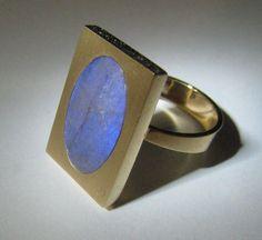 Elis Kauppi for Kupittaan Kulta, vintage 14k gold ring with spectrolite, 1970's. #Finland
