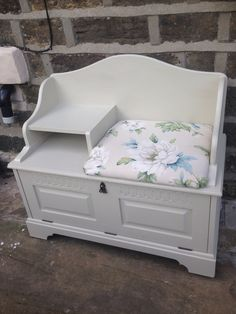 Farrow&Ball old white telephone seat upholstered in laura Ashley's wisely fabric