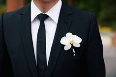 Boutonnières trimmed in navy blue satin and pearl pins to match the bride's bouquet (photography by www.desibaytan.com)