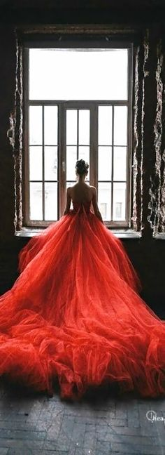 Beautiful red wedding dress #lady #in #red