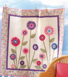 Love this yo yo #quilt -- the perfect size for a springtime wallhanging!