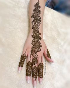 Mehndi is an expression of love that every woman loves to wear. In any moment of joy, the girls love to wear mehndi designs like on the occasion of Eid or marriage. Dulhan Mehndi Designs, Mehandi Designs, Mehndi Designs 2018, Mehndi Designs For Girls, Mehendi, Tattoo Designs, Nail Designs, Henna Hand Designs, Mehndi Designs Finger