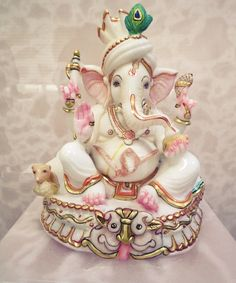 gaNeza Clay Ganesha, Ganesha Art, Indian Gods, Indian Art, Shri Ganesh Images, Ganpati Bappa Wallpapers, Ganesh Bhagwan, Ganpati Picture, Ganesh Photo