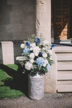 White and blue flowers in a rustic milk churn / http://www.deerpearlflowers.com/ideas-for-rustic-outdoor-wedding/