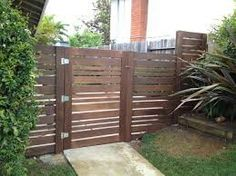 Horizontal Wood Fence - A horizontal fence finished of wood sheets is constantly a very sole and unusual thing. How to construct a horizontal fence with. Modern Wood Fence, Wood Fence Design, Gate Design, Modern Gates, Contemporary Fencing, Contemporary Interior, Contemporary Architecture, Home Fencing, Timber Fencing