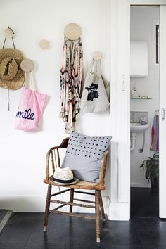 Give your small space a budget-friendly makeover with these decor tips for tiny homes and apartments! Click to find out how to maximize your space on a dime!