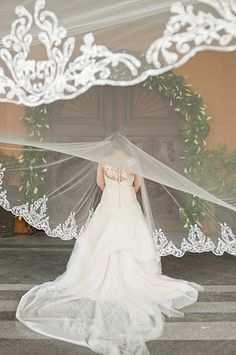 I love this whole dress and veil ensemble. custom Alencon lace veil: Veluz.