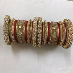 Indian Bridal Bangles Gold Style 30 Ideas For 2019 Bridesmaid Jewelry Sets, Bridal Jewelry Sets, Bridal Accessories, Wedding Jewelry, Bridal Bangles, Gold Bangles, Silver Bracelets, Silver Jewelry, Indian Jewellery Design