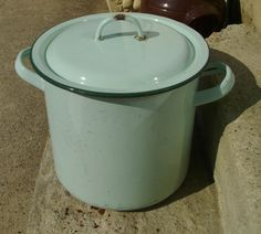 French cooking pot