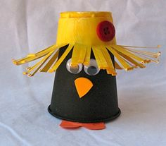 Plastic Cup Crow This cute little crow is a perfect fall craft. Its made from cups and paint and is really easy to do. The post Plastic Cup Crow was featured on Fun Family Crafts. Autumn Crafts, Fall Crafts For Kids, Thanksgiving Crafts, Art For Kids, Kids Crafts, Hanukkah Crafts, Winter Craft, Family Crafts, Autumn Art