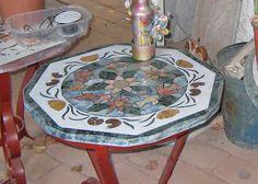 Intarsien-Tisch in einem Künstler-Atelier in Taormina www.claudoscope.eu