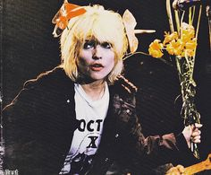 Debbie in 1977 Jeremy Gelbwaks, Estilo Rock, Blondie Debbie Harry, The Clash, Post Punk, Blondies, My Idol, Wall Ideas, Beautiful